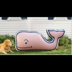 New Vineyard Vines sprinkler pool float summer fun